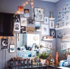 36 Best Aesthetic Room Decorations To Copy Now - - 36 Best Aesthetic Room Deco Interior Design Living Room, Living Room Decor, Bedroom Decor, Small Room Decor, Living Rooms, Room Goals, Aesthetic Rooms, Hallway Decorating, Decorating Ideas