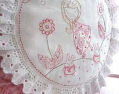 De la mano conejito bordado puntada almohadilla funda de