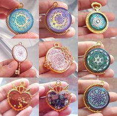 Many colorful ornaments . - Many colorful ornaments - Kawaii Accessories, Kawaii Jewelry, Cute Jewelry, Jewelry Box, Jewelery, Jewelry Accessories, Jewelry Making, Diy Schmuck, Schmuck Design