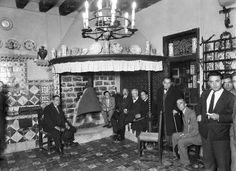 Santiago Rusiñol, Amadeu Vives i altres intel·lectuals al Cau Ferrat. Sitges, 24 de març de 1930. Col·lecció Merletti / IEFC