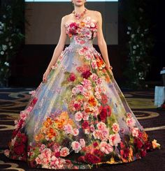 beautiful design by Yumi Katsura Bridal Flower Dresses, Pretty Dresses, Prom Dresses, Formal Dresses, Fashion Vestidos, Fashion Dresses, Beautiful Gowns, Beautiful Outfits, Floral Gown