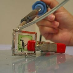 Top 11 Stained Glass Soldering Tips - Learn How to Solder Glass Art - Tools And Tricks Club Fabrication Metal, Jewelry Crafts, Handmade Jewelry, Earrings Handmade, Soldering Jewelry, Soldering Iron, Jewelry Tools, Jewelry Ideas, Broken China Jewelry
