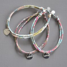 Bracelet Love • Argent et finement cousu • Pour femme et jeune fille • http://ticha.bigcartel.com/