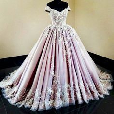 2019 tulle off the shoulder ball gowns with applique ball gown sweep train € - Fancy Evening Dresses.de - 2019 Tulle Off The Shoulder Prom Dresses With Applique Ball Gown Sweep Train - Quince Dresses, 15 Dresses, Elegant Dresses, Pretty Dresses, Formal Dresses, Summer Dresses, Awesome Dresses, Lavender Prom Dresses, Tailored Dresses