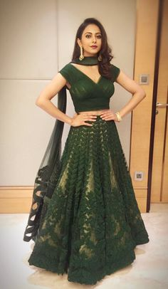 Latest Crop Top Lehnga Designs for Brides 2019 Indian Wedding Outfits, Pakistani Outfits, Indian Outfits, Bridal Outfits, Indian Lehenga, Lehenga Choli, Anarkali, Black Lehenga, Green Lehenga