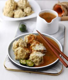 Siomay Keriting - Fish and Chicken Dumplings Indonesian Desserts, Indonesian Food, Cokies Recipes, Tasty Chocolate Cake, Cooking Cake, Healthy Salad Recipes, Food Presentation, Asian Recipes, Appetizer Recipes