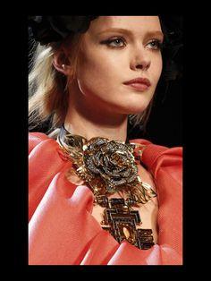 Las joyas que desearas el proximo invierno: collar de Lanvin
