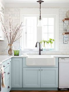 Unique Tips Can Change Your Life: Kitchen Remodel Backsplash Faucets oak kitchen remodel bathroom cabinets.Kitchen Remodel Layout Floor Plans cottage kitchen remodel on a budget.Split Level Kitchen Remodel Home Plans. Kitchen Redo, New Kitchen, Rustic Kitchen, Kitchen White, Design Kitchen, Kitchen Sinks, Small Cottage Kitchen, Kitchen Paint, Aqua Kitchen