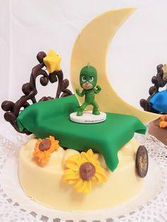 Pijamas de Bollo de Pascua- Figuras de chocolate Gijón San Antonio, Birthday Cake, Desserts, Food, Godchild, Buns, Easter, Tailgate Desserts, Deserts