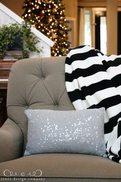 Love the black and white stripe!! Maybe a good idea for a quilt!
