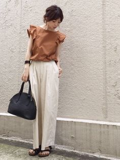 お気に入りのフリルブラウス💕 GUのワイドパンツと合わせました。 Cullotes, Simple Wardrobe, Frill Tops, Daily Look, Mix Match, Street Style Women, Casual Outfits, Normcore, Vogue
