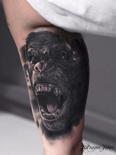 Silvano Fiato from Italy show his tattoo art tagged with Arm Realistic Gorilla Tattoo. Gorilla Tattoo, Animal Tattoos For Men, Tattoos For Guys, Body Tattoos, Sleeve Tattoos, Tatoos, Yogi Tattoo, Deep Tattoo, Hyper Realistic Tattoo