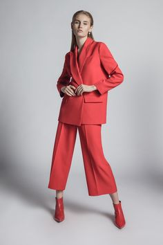 Discover the latest trends in Mango fashion, footwear and accessories. Shop the best outfits for this season at our online store. Fashion 2020, Girl Fashion, Fashion Dresses, Fashion Trends, Pantsuits For Women, Straight Trousers, Fashion Photography Inspiration, Mode Editorials, Vestidos