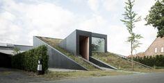 House Pibo in Maldegem lijkt uit de grond te rijzen. Copyright: Cafeine