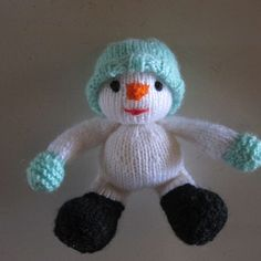 Knitted Snowman - Pattern  http://www.ravelry.com/patterns/library/christmas-tree-keepsakes