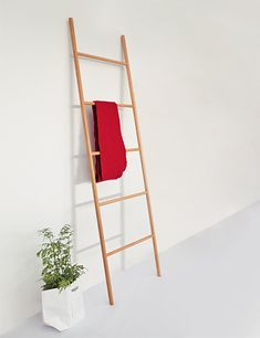 Raumgestalt Ladder by Johanna Dehio: W 52 cm x H 180 cm, 5 rungs. Wooden Ladder, Ladder Decor, Eco Deco, Coat Stands, Bathroom Furniture, Wood Design, Bathroom Accessories, Gadget, Sweet Home