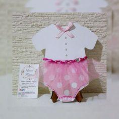 Hermosa tarjeta para una recien nacida, se puede dar como invitación para Baby Shower o para darle la bienvenida a esa linda Bebe, o como invitación para su Bautizo. Facebook:  Laura Tarjetas