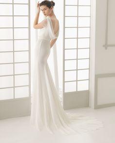 Vestido de noiva de crepe georgette com chantilly e brilhantes. Coleção 2016 Rosa Clará