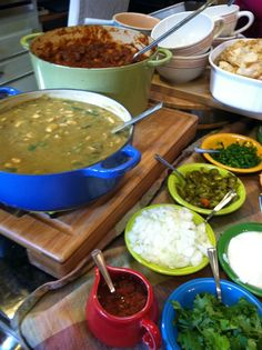 Chili Bar Party Food Bars, Bar Food, Chili Party, Chili Cook Off, Game Day Food, Group Meals, Salad Recipes, Dinner Recipes, Mexican Dinners
