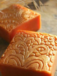 Jabón de Miel de romero y Cera de Abejas Honey soap and beeswax. https://www.facebook.com/karuna.jabones  R.*
