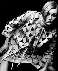 Abrigo de cuero triangular