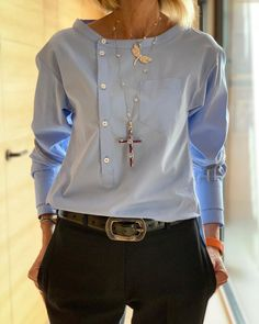 Fashion Mode, Look Fashion, Trendy Fashion, Blouse Styles, Blouse Designs, Office Outfits, Casual Outfits, Casual Pants, Work Attire