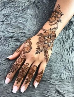 50 Most beautiful Amritsar Mehndi Design (Amritsar Henna Design) that you can apply on your Beautiful Hands and Body in daily life. Modern Henna Designs, Latest Arabic Mehndi Designs, Mehndi Designs 2018, Mehndi Designs For Beginners, Bridal Henna Designs, Mehndi Designs For Girls, Mehndi Design Photos, Mehndi Designs For Fingers, Beautiful Henna Designs