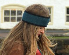 HEADBAND DESIGN: MARINE WITH CHARCOAL BORDER   MATERIAL: MADE FROM 100% FINEST BRITISH SPUN LAMBSWOOL   SIZE: 9CM WIDTH, 50CM CIRCUMFERENCE   KNITTED IN SCOTLAND