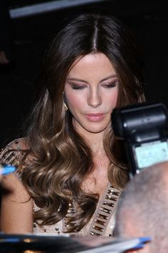 Kate Beckinsale Photos Photos - Kate Beckinsale signs autographs after the…