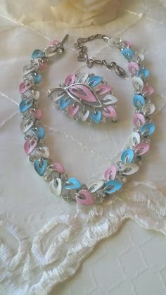Lisner Necklace Brooch Set Vintage Enamel Flower Brooch 1960s...   Very pretty necklace/choker & brooch from Lisner. Pink, blue and white