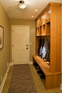 Mudroom, love me some cubbies!