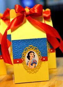 Buenas tardes,     Hoy les deseo mostrar todo lo que he preparado para una hermosa mesa de dulces del tema Blanca Nieves. No podemos negar ...