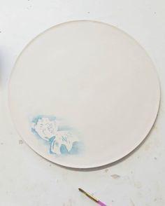 Fish on a plate  #ceramics #pottery #handmade #fish #chinese #yú #engobe #azul #blanco #pez #ceramica #ψάρι #κεραμική