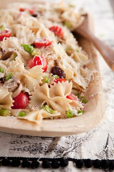 Obv I love pasta salad! Paula Deen Paula's Italian Pasta Salad Great Recipes, Favorite Recipes, Pasta Salad Recipes, Paula Deen Pasta Salad Recipe, Recipe Pasta, Pasta Salad Italian, Pasta Dishes, Seafood Dishes, I Love Food