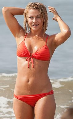 Julianne Hough Swimsuit | Julianne Hough shows off her sexy bikini. What a tiny little thing and ...