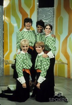 The Laugh-In girls, Ruth Buzzi, Goldie Hawn, Judy Carne, Chelsea Brown and Joanne Worley, 1968