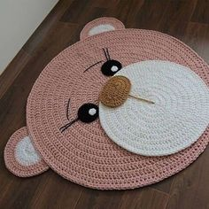 Crochet Mat, Crochet Rug Patterns, Crochet Carpet, Crochet Teddy, Crochet Home, Crochet Designs, Crochet Baby Sweaters, Baby Hats Knitting, Small Crochet Gifts