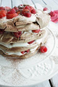 Francesca Kookt_chocolade meringue taart met aardbeien en frambozen_2