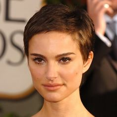 Beautiful womens haircuts for short hair after 40 years. Photo Beautiful womens haircuts f Natalie Portman Shaved Head, Natalie Portman Short Hair, Fringe Hairstyles, Party Hairstyles, Cool Hairstyles, Very Short Hair, Short Hair Cuts, Models With Short Hair, Nathalie Portman
