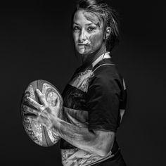 Évoquer le rugby féminin, c'est souvent le comparer à son analogue masculin. Alors que filles et garçons pratiquent le même sport, le rugby féminin est con