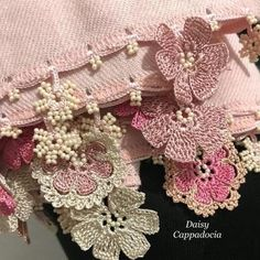 The elegant stole is decorated by Tığ OYA lace which is Turkish traditional lace knitting. Oya edging, which appears all over Anatolia in various forms and moti Embroidery Scarf, Hand Embroidery, Machine Embroidery, Lace Knitting, Knitting Patterns, Crochet Patterns, Crochet Mat, Crochet Hooks, Crochet Scarves