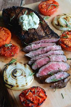 Grilled Balsamic Steak with Blue Cheese Butter. They got me at Blue Cheese Butter! Best Grilled Steak, Grilled Steak Recipes, Grilled Meat, Grilling Recipes, Meat Recipes, Cooking Recipes, Healthy Recipes, Grilled Tomatoes, Cooking Games