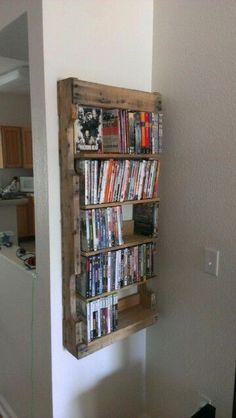 Rangement des DVD sur une étagère en palette http://www.homelisty.com/etagere-palette/