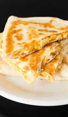 Copycat Taco Bell Quesadilla Recipe Make Taco Bell's Chicken Quesadilla at home with this easy recipe. Copycat Taco Bell Quesadilla Recipe Make Taco Bell's Chicken Quesadilla at home with this easy recipe. Lunch Recipes, Mexican Food Recipes, Cooking Recipes, Taco Bell Recipes, Taco Bell Meals, Easy Food Recipes, Cooking Cake, Cheesy Recipes, Skillet Recipes
