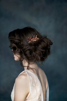 39 Ideas makeup wedding gold hair colors for 2019 Copper Rose Gold Hair, Rose Gold Ombre, Silver Hair, Gold Headpiece, Bridal Hairpiece, Bridal Comb, Flower Headpiece, Gold Hair Colors, Flowers In Hair