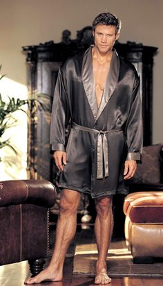 Amanda Luxury Nightwear Bound To Set Hearts Aflutter
