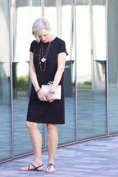 Ensemble: Casual Black Summer Dress