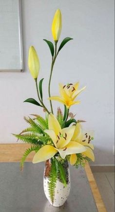 Best flowers arrangements lily ikebana Ideas flowers is part of Contemporary flower arrangements - Sunflower Floral Arrangements, Easter Flower Arrangements, Artificial Floral Arrangements, Beautiful Flower Arrangements, Contemporary Flower Arrangements, Creative Flower Arrangements, Flower Vases, Ikebana Arrangements, Ikebana Flower Arrangement