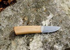 Mon Edc ! Manche en hêtre, lame composite, coeur En 1.2519 flancs en xc10. www.kiridashiandtools. com Lame Composite, Ulu Knife, Neck Knife, Knives And Swords, Knife Making, Knifes, Kitchen Knives, Weapon, Blade