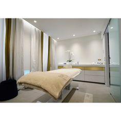 Soin visage Vernix de Biologique Recherche Grand Luxe, Biologique, Facial, Luxury, Bed, Room, Furniture, Spas, Centre